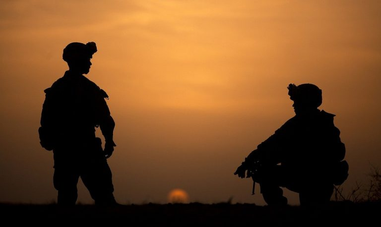 silhouettes, military, soldiers